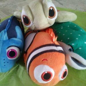 TY Finding Nemo Sparkle Disney Plush Fish